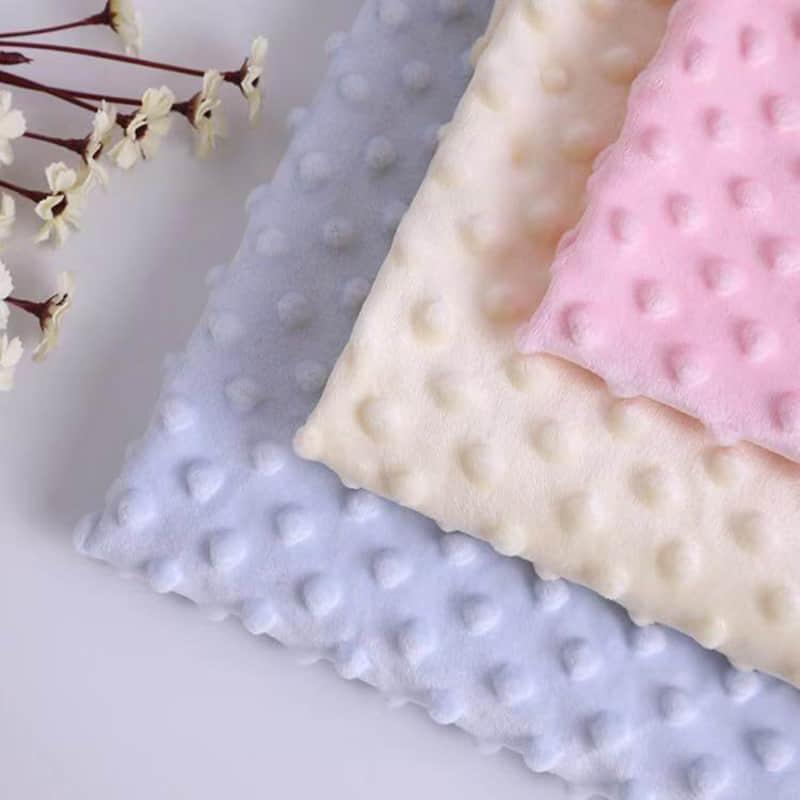100%涤纶家纺批发压花的超细纤维柔软短绒毛毯面料